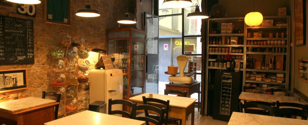 BARCELONA, check out this lovely italian vintage restaurant…